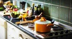 如何预防厨房里的火灾隐患?
