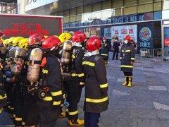黑龙江:佳木斯消防组织开展万达广场灭火救援实战演练